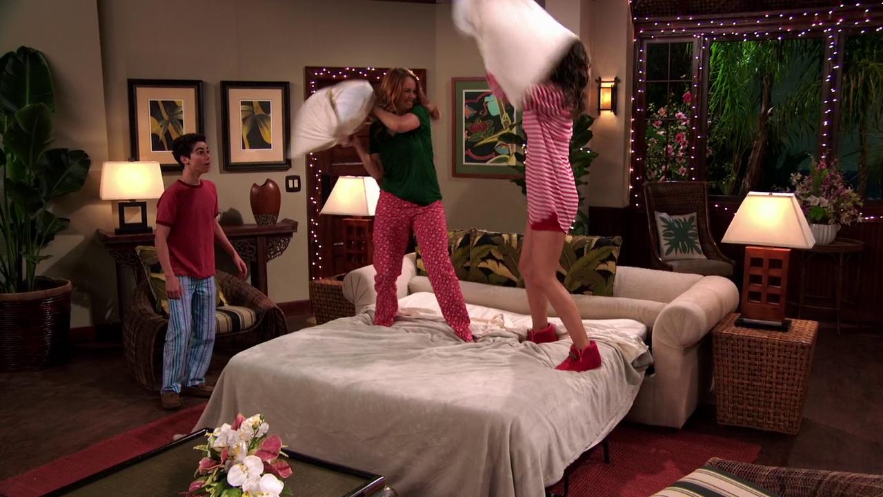 Similiar Jessie Prescott And Emma Ross Keywords Zuri Bedroom