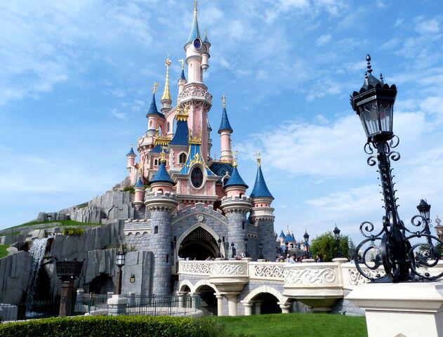 File:Le Chateau De La Belle Au Bois Dormant (DLP).jpg