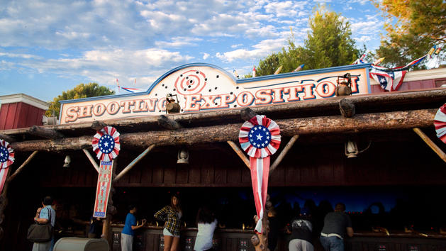 File:Frontierland Shootin' Exposition (DL).jpeg