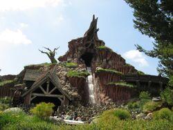 Splash Mountain Exterior Disneyland Park