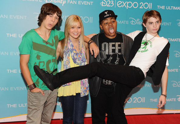 File:Leo+Howard+Olivia+Holt+D23+Expo+2011+Day+2+CL4lmsd5 eNl.jpg