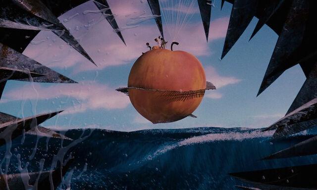 File:James-giant-peach-disneyscreencaps com-3915.jpg
