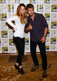-Divergent-Panels-Comic-Con-2013-Day-1-July-18-2013-theo-james-35307776-2124-3000