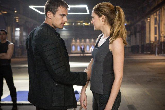 File:DivergentMovie-TheoandShailene.jpg