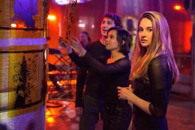 File:Divergent tris+christinastill.jpg