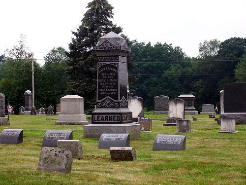 File:Graveyard-700211.jpg