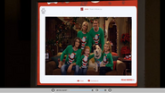 La familia con el traje navideño