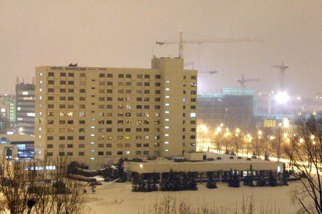 Plik:Hotel Wrocław noc.jpg
