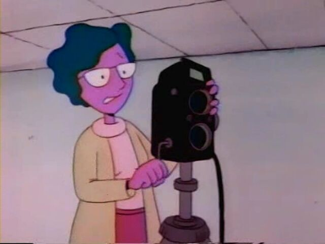 File:Theda with a Camera.jpg
