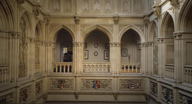 File:Hall-of-downton-abbey.jpg