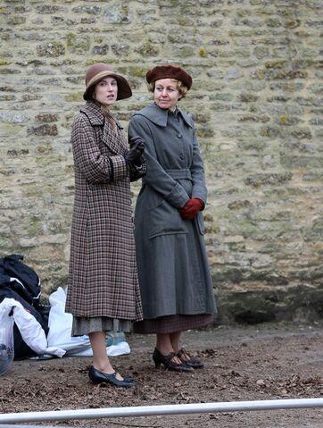 File:Downton-Abbey-Season-4-filming-downton-abbey-33768146-500-662-1-.jpg