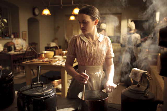 File:Downton-Abbey-Kitchen-Dining-Room-Highclere-Castle-Ealing-Studios-United-Kingdom.jpg