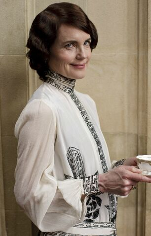 File:Cora Crawley.jpg