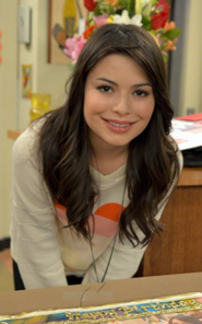 Miranda Cosgrove celibrates her birthday on iCarly