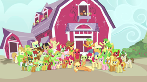 File:300px-The Apple Family together S3E08.png