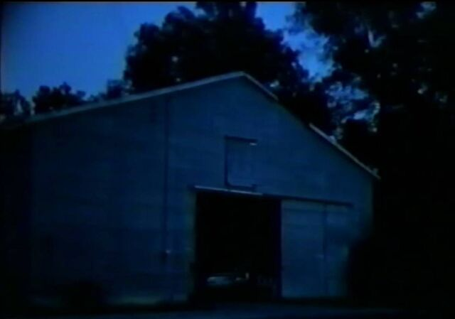 File:Roy's barn where Bobby Lee and Zeebo loaded moonshine..jpg