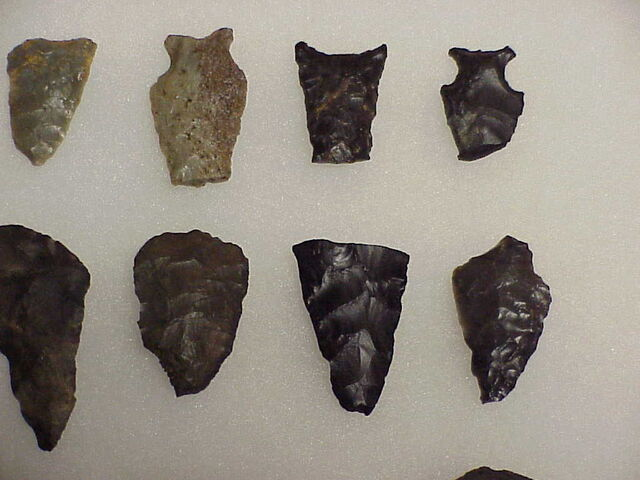 File:Flint Points 26 pcs 3 .JPG