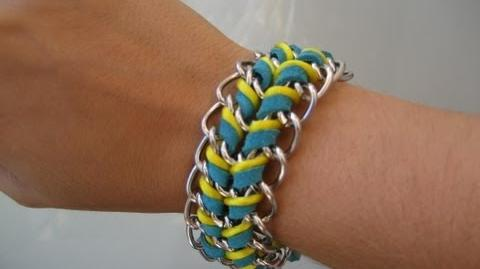 Pulsera de triple cadena y cordón. Triple wrapped chain bracelet