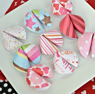File:Valentine-fortune-cookies-QUICK-AND-EASY-craft-idea.-I-have-got-to-make-these-with-the-kids.jpg