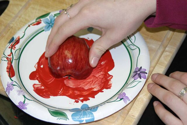 File:Apple paint.jpg