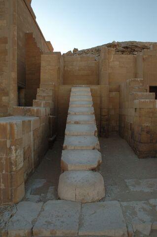 Plik:Saqqara complesso di Zoser.jpg