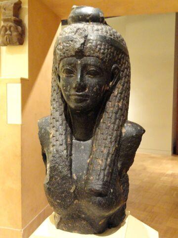File:Cleopatra VII statue fragment, 69-30 BC - Royal Ontario Museum - DSC09761.jpg