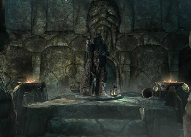 File:Ysgramor's Statue in Tomb.jpg