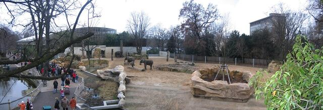 Datei:ZooDresden-Aussen.jpg