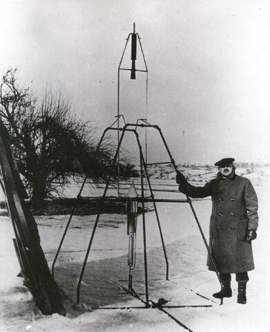 File:Goddard and Rocket.jpg