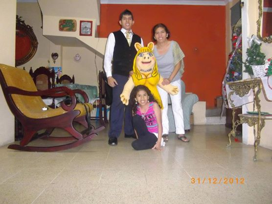 File:Dj Kevin El Rompe Discotekas - Familia 8.jpg