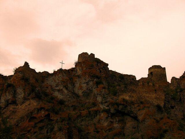 File:Fortress ruins 0 1 by epiloguetoI.jpg