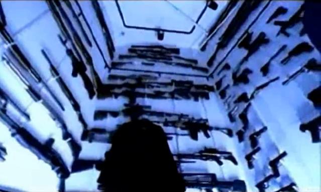 Archivo:Grand Theft Auto 2 The Movie - El asesino armándose.png