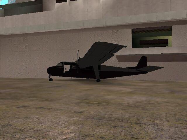 Archivo:Avion chocado en la Base Naval de San Fierro..jpg