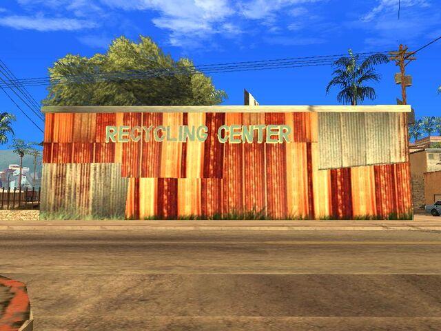 Archivo:Recycling center (1).jpg