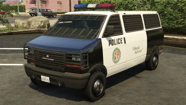 Archivo:PoliceTransporterGTAVfrente.png