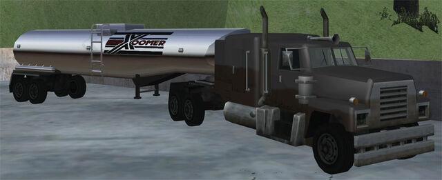 Archivo:Tanker-GTASA-Xoomertrailer.jpg