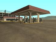 Playa de combustible- Gasolinera Come-A-Lot