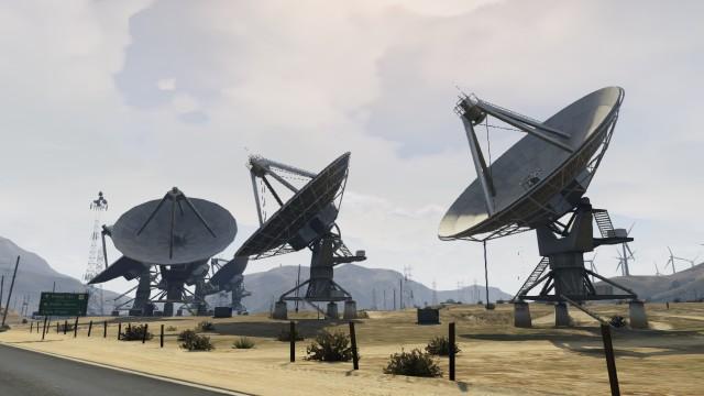 Archivo:Grand Senora Desert Antenas Parabólicas.png