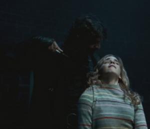 Dolohov amenazando a Hermione.png