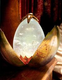 P4 El huevo de oro abierto.jpg