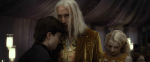 Xenophilius con Harry Potter.png
