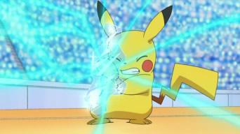 Archivo:EP656 Pikachu reciviendo Rayo Hielo de Froslass.jpg