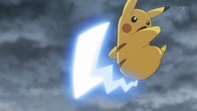 EP924 Pikachu usando cola férrea