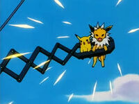 EP103 Jolteon usando Pin misil