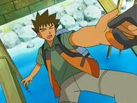 Archivo:EP526 Croagunk agarrando a Brock.png