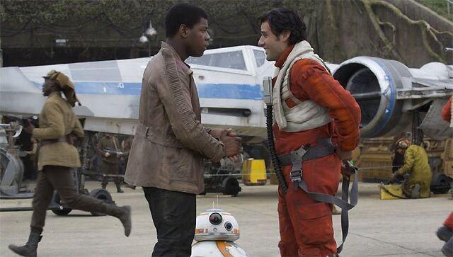 Archivo:Star-wars-the-force-awakens-fr-670-380.jpg