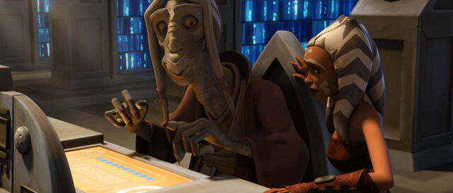 Archivo:Sinube helps Ahsoka.jpg