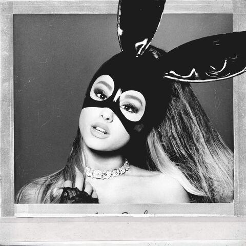 Archivo:Ariana Grande - Dangerous Woman Official Standard Album Cover.jpg