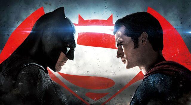Archivo:Batman v Superman banner.jpg