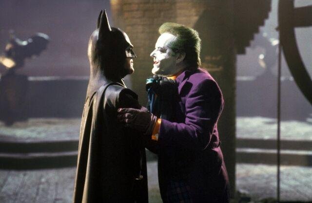 Archivo:Tour Batman 5.jpg
